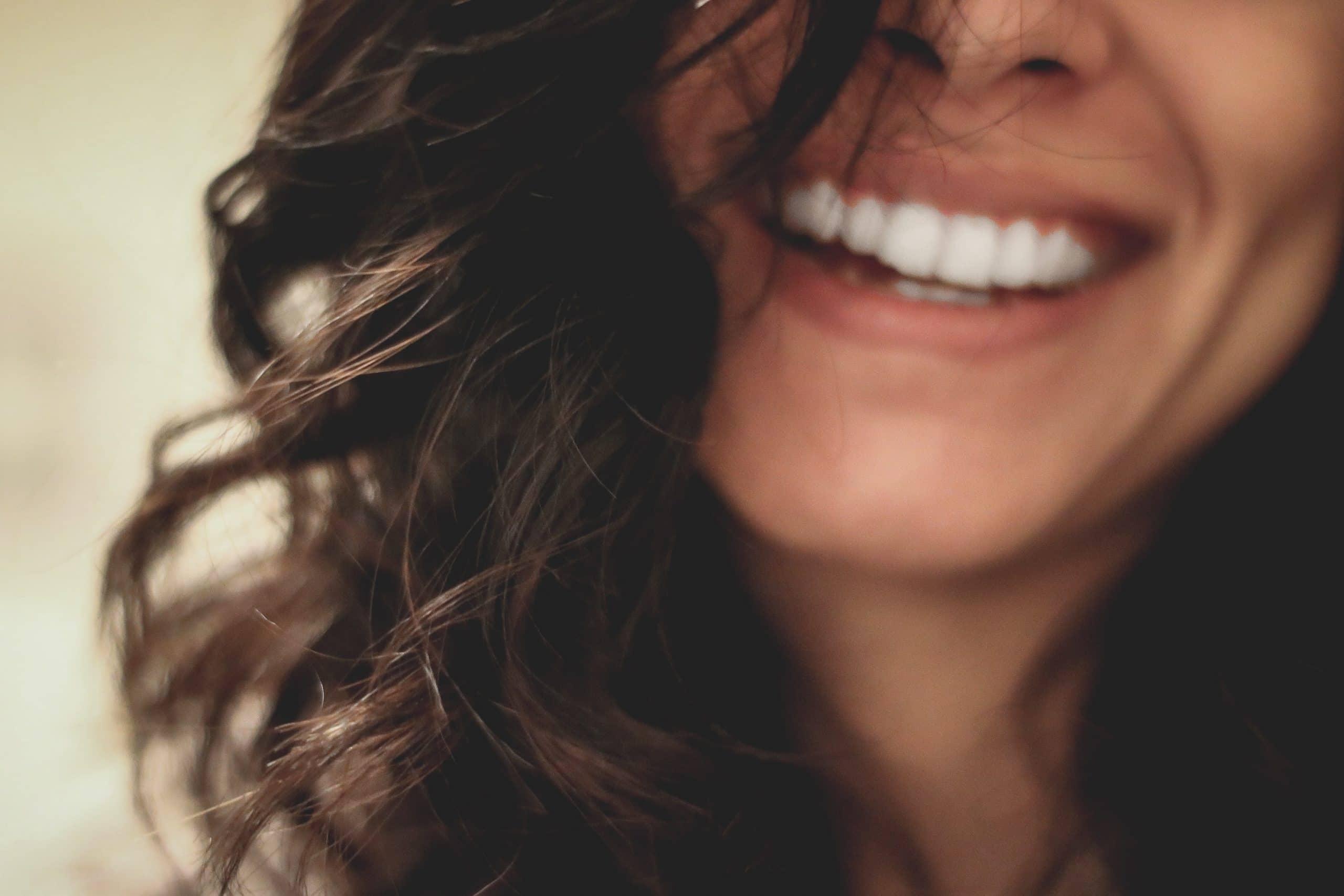 Quelle mutuelle rembourse le mieux la pose d'implants dentaires ?